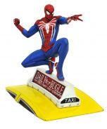 Spider-Man on cab PVC diorama | Marvel Gamerverse | Diamond Gallery