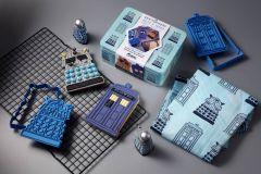 Tardis & Dalek cookie cutter & apron set | Doctor Who